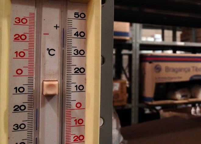 Termômetro marcava 34º C, bem acima dos 30º C recomendados pelos fabricantes