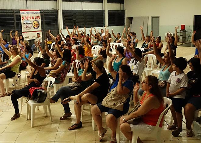 Mais de 100 Agentes Educacionais estiveram na assembleia e decidiram que não vão mais fazer